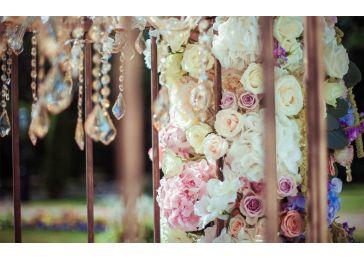 Свадебный декор люстры цветами