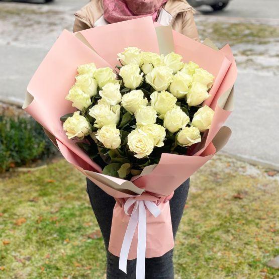 25 белых голландских роз