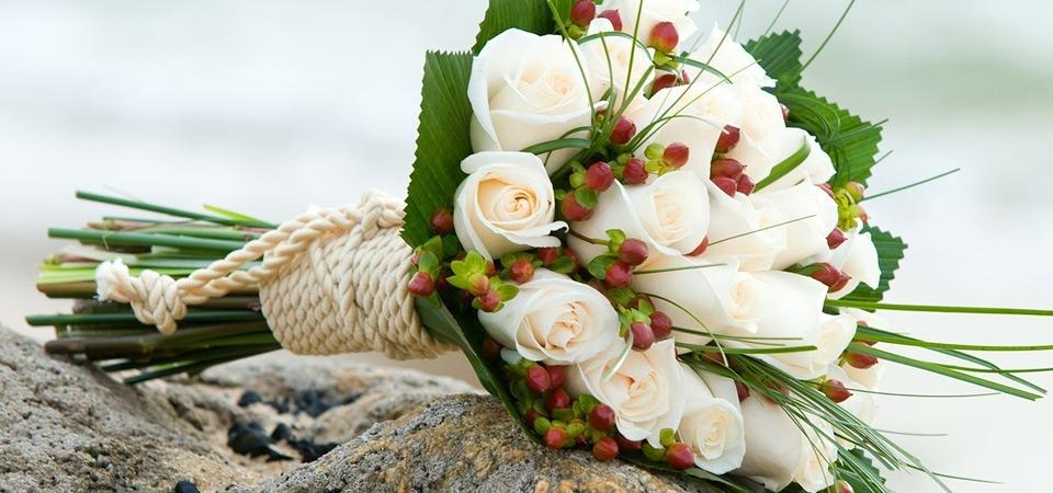 Красивое оформление свадебного зала цветами: тенденции